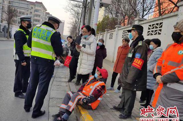 郑州女子骑车逆行与环卫工相撞后离开 警方:肇事逃逸负全责