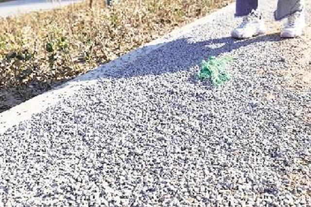 郑州新建景观路咋成了渣土路 相关方均表示将全力整改