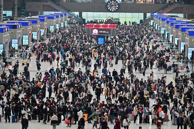 清明首日 中国铁路郑州局发送旅客创2020年以来客流最高峰
