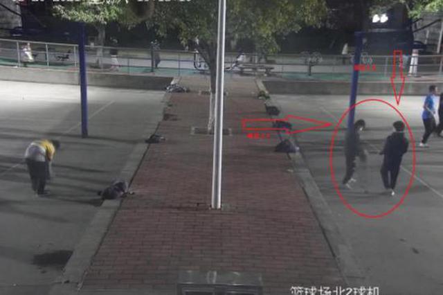 喜歡打籃球的鄭州人請注意 有人專瞄籃球場偷盜手機