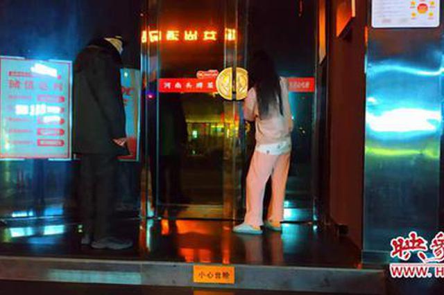 郑州粗心店长将两名店员锁屋内 饭店深夜传来求助声