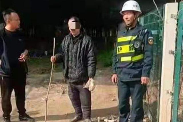 69岁老人翻墙外出一天一夜未归 民警用了一个多小时寻回