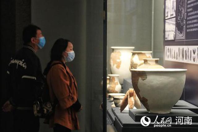 洛阳:博物馆内过假期(图)