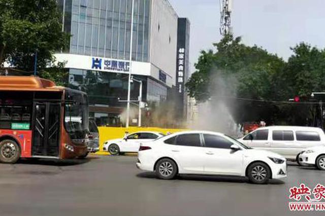 天然气管道被挖断 郑州消防紧急喷水雾稀释浓度