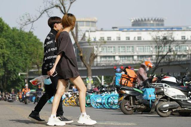 高温直击 郑州一下有了夏天的感觉(图)
