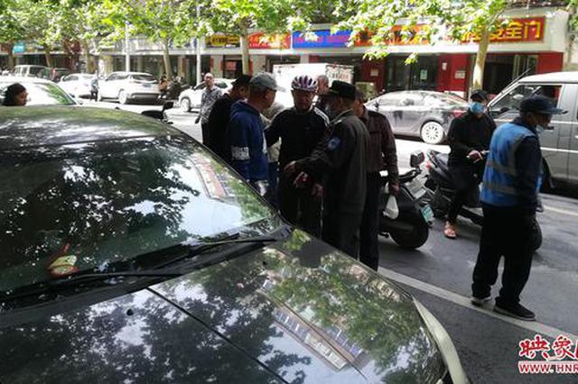 担心门口停车影响生意 郑州一早餐店用电动车占位引发纠纷