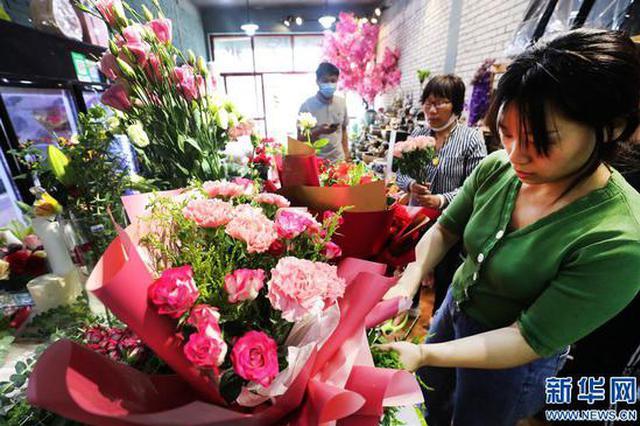开封:母亲节鲜花俏销(图)