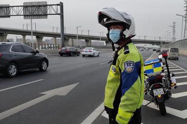 11岁女孩眼睛被刀划伤来郑就医遇晚高峰 郑州交警紧急护航