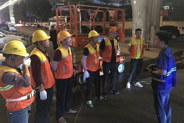5月底前 郑州解放路立交桥落水管完成集中更换