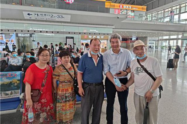游客在高铁站突发心脏病 汝州男子用一根银针救命!