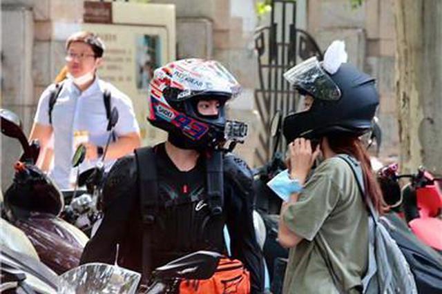 别人家的送考!郑州男孩骑摩托帅气送考
