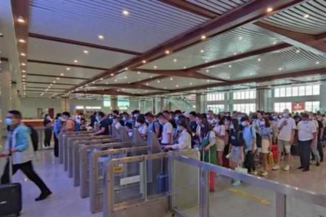 端午假期首日郑州铁路发送旅客61.4万人 以短途客流为主