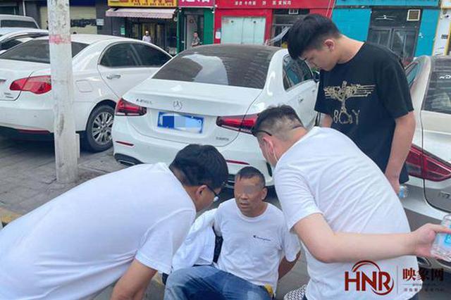 """小偷被抓企图用表演逃避处罚 郑州警察让其""""现形"""""""