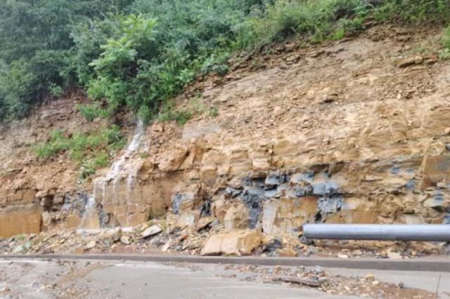 因暴雨突发泥石流!济源水洪池村近百名旅客被困山中