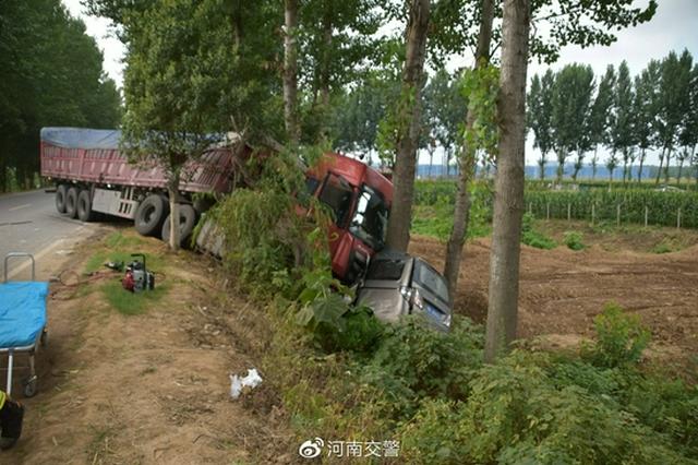 周口一货车驶入对向车道 致4人死亡2人受伤