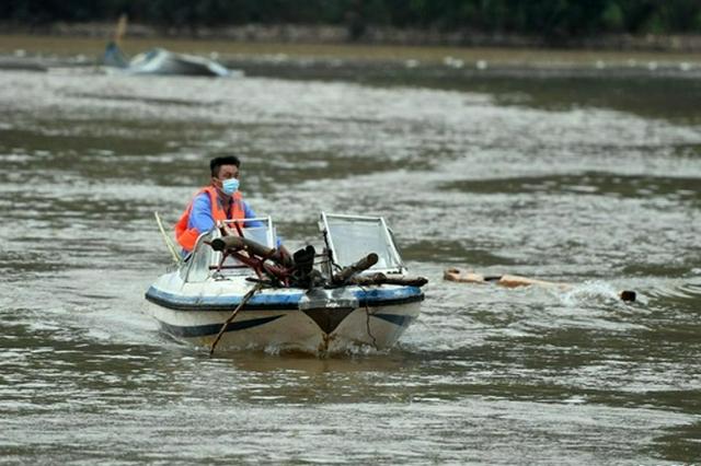 河南淇县:清理水域 消杀防疫(图)