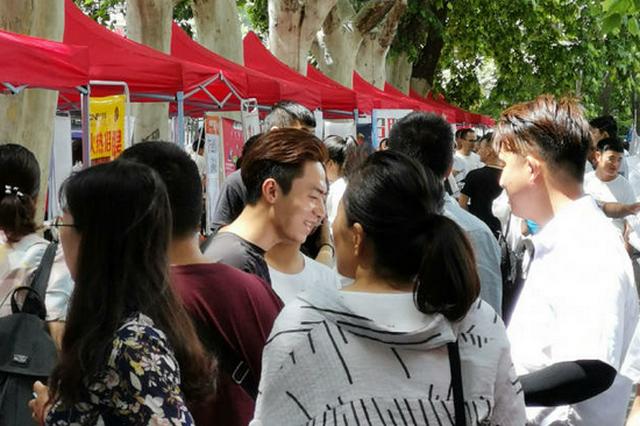 """7月31日郑州紫荆山大型招聘会 """"四助就业""""上万岗位进社区!"""