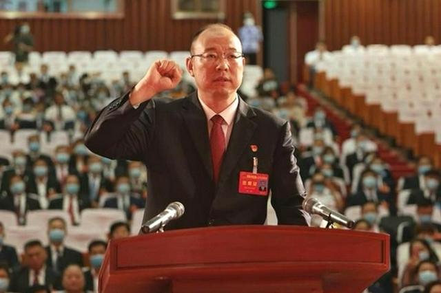 蔡松涛当选为信阳市市长