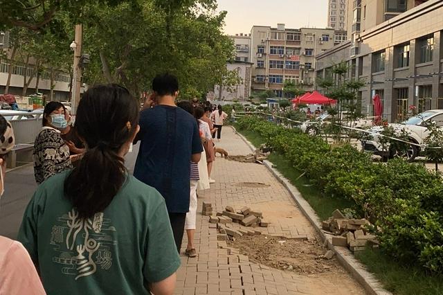 郑州第二轮全民核酸检测:手机扫描身份证 核酸检测提速