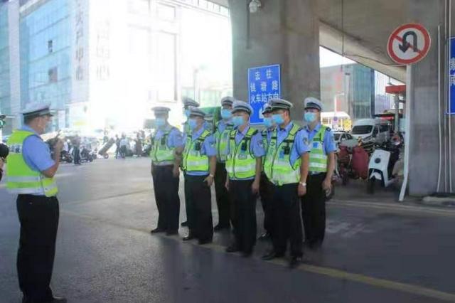 教育警告300余人 郑州交警加大火车站地区非机动车治理
