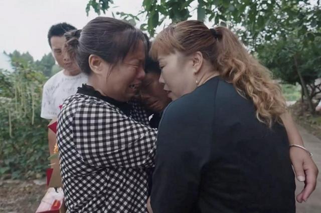 3年助128个失散家庭团聚 郑州一村主任帮人寻亲成网红