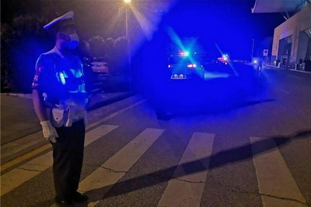 """出租车拒载议价、喊客拉客…河南机场警方联合多部门""""亮剑"""""""