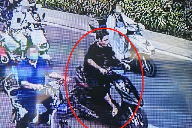 男子驾驶电动车撞人逃逸 郑州警方:跑得了吗!