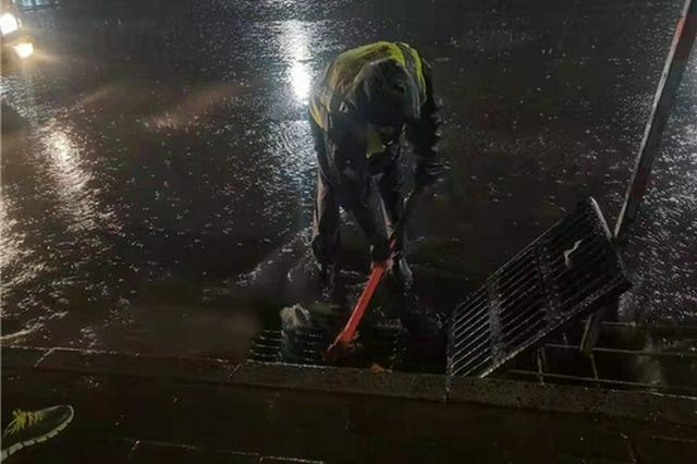 郑州63座立交桥雨水泵站自动开机抽升 目前各立交桥下无积水通