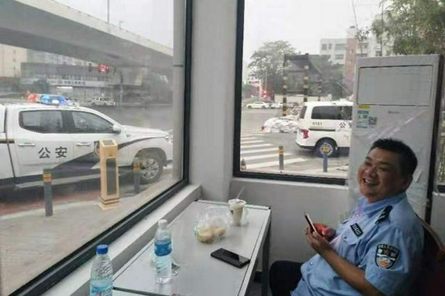 年仅43岁 郑州一民警国庆假期突发疾病倒在工作岗位上