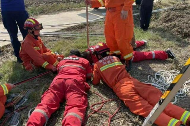 两岁男孩田间玩耍掉进20米深的机井 一件利器让孩子俩小时脱险