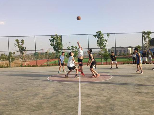 林州建筑职业技术学院举办校园篮球友谊赛