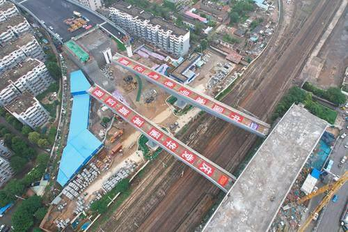 河南首次!上跨铁路两个立交桥并肩转体