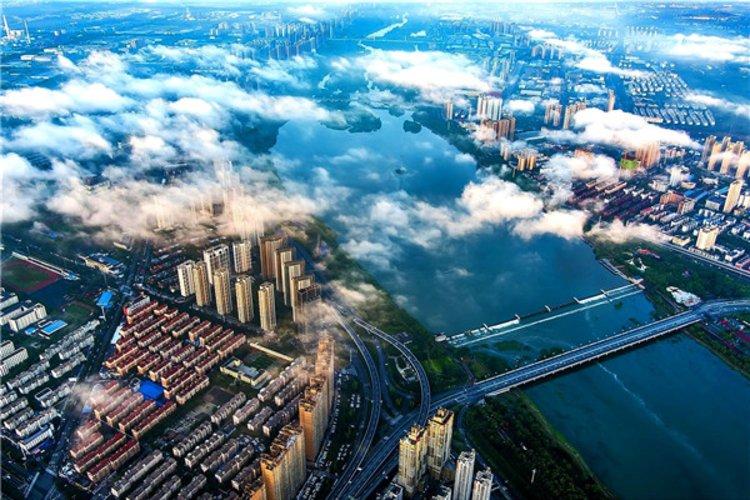 雨后洛城:流云与朝阳共舞 美得让人不忍挪开眼睛