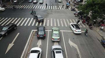 这条左转道设在道路最右侧 市民懵圈