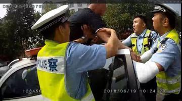 男子公然挑衅交警:「有本事抓我呀」