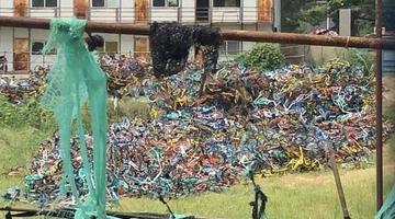 郑州工地共享单车堆积如山