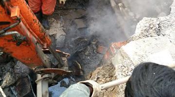 郑州一处供热管道漏水 多个小区受影响
