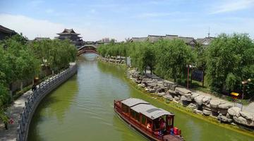 河南开封:天气晴朗古城美