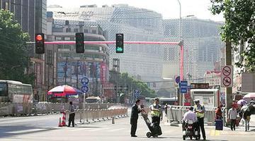 郑州火车站地区信号灯连杆都发亮