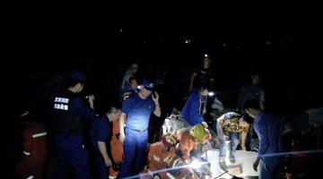 宜宾6.0级地震 救援人员搜救被困者