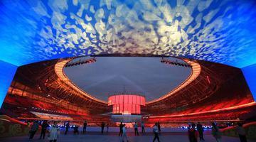 郑州五大地标同时点亮 向祖国母亲表白
