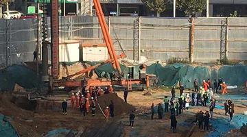现场图:郑州工地坍塌致3人死亡