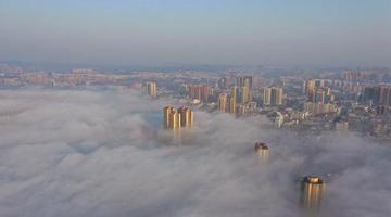 航拍雾气在信阳上空涌动