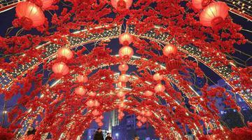 郑州流光溢彩迎新年 年味浓起来