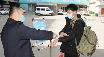 郑州线上配资 站首日发班 记者打探