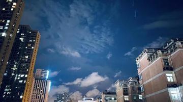 郑州雨后 同一片天空风云流转