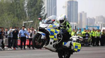 郑州交警驾驶大比武:上演速度与激情