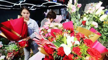 开封:母亲节鲜花俏销