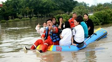 救援力量汇聚郑州
