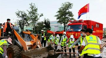 郑州:阜外华中医院清淤工作进行中